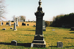 Grave of Berend Willem Pietenpol and Janna Hendrika Oonk.